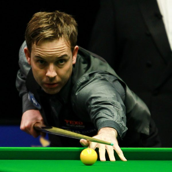 Photo of Ali Carter playing snooker