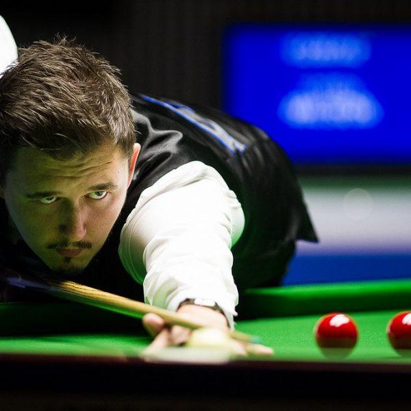 Kyren Wilson plays snooker shot