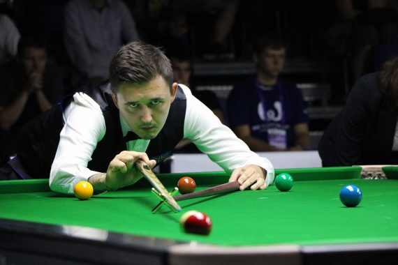 Kyren Wilson playing snooker